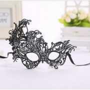 Ассиметричная маска из нежного кружева...